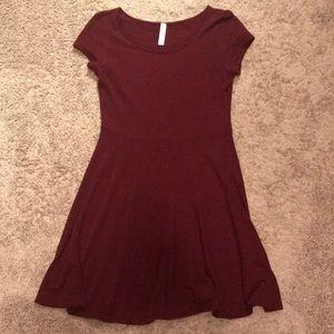 Dresses & Skirts - Maroon Short-Sleeve Dress (M)